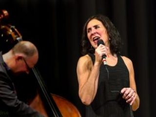 Shaunette Hildabrand, jazz singer on stage in Germany
